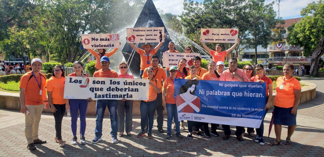MiAMBIENTE gana el concurso de carteles en el día de la No Violencia contra la Mujer